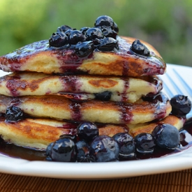 Blueberry-buttermilk-pancakes-with-blueberry-maple-syrup-e1408012170903